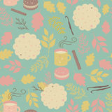 Seamless pattern cookies and mugs of tea Royalty Free Stock Photos
