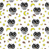 Seamless pattern of cute owls and stars Royalty Free Stock Photos