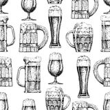 Seamless pattern with different beer glasses and mugs Royalty Free Stock Photos