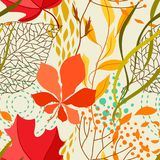 Seamless pattern with falling leaves. Natural illustration of autumn foliage Royalty Free Stock Images