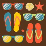 Seamless pattern with flip flops and sunglasses Royalty Free Stock Photography
