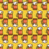 Seamless pattern with foam beer in large mugs. F Royalty Free Stock Photo