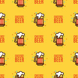 Seamless pattern with foam beer in large mugs.  Stock Photography