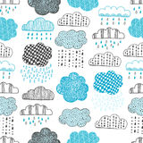 Seamless pattern of hand drawn doodle clouds Royalty Free Stock Images