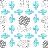 Seamless pattern of hand drawn doodle clouds Royalty Free Stock Photos