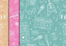 Seamless pattern with hand drawn retro musical equipment. Record player, headphones, cassette. Vinyl, microphone. Contour elements Stock Photo