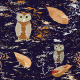 Seamless pattern with owls and leaf fall Royalty Free Stock Photos
