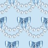 Seamless pattern with pearls and bows Royalty Free Stock Photos