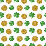 Seamless pattern with round coins of golden glitter and four-leaf clovers of green glitter Royalty Free Stock Images
