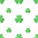 Seamless pattern of shamrocks clover on St. Patrick' Stock Photography
