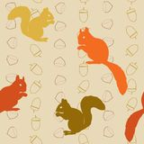 Seamless pattern with squirrels and nuts Royalty Free Stock Photos