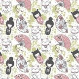 Seamless pattern with  traditional asian souvenirs^ hand paper fans, kokeshi dolls, maneki neko and sakura flowers Royalty Free Stock Images