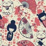 Seamless pattern with  traditional asian souvenirs^ hand paper fans, kokeshi dolls, maneki neko and sakura flowers Stock Photography