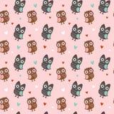 Seamless textur för valentin med owls och hjärtor Arkivbild