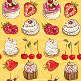Seamless vector pattern with cakes and berries Royalty Free Stock Photos