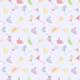 Seamless vector pattern with cocktail with glasses with wine, beer, juice and fruits on the light background. Stock Images