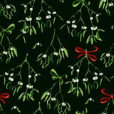 Seamless watercolor Christmas background with mistletoe and red ribbon Royalty Free Stock Images