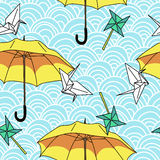 Seamless with yellow umbrellas and origami Stock Photography