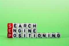 Search Engine de SETEMBRO que posiciona sobre o verde Foto de Stock