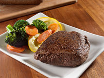 Seared steak with vegetables Royalty Free Stock Images