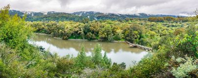 Searsville sjö som lokaliseras i Jasper Ridge Biological Preserve på en molnig dag, San Francisco Bay område, Kalifornien arkivfoton