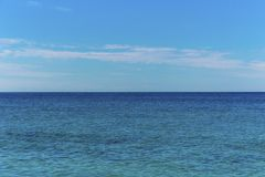 Seascape με το θαλάσσιο ορίζοντα και το νεφελώδη ουρανό - υπόβαθρο στοκ φωτογραφίες με δικαίωμα ελεύθερης χρήσης
