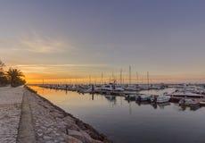 Seascape ανατολής άποψη της μαρίνας Olhao, προκυμαία στο φυσικό πάρκο της Ria Φορμόζα Αλγκάρβε Στοκ Φωτογραφίες