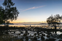 Seascape ζωηρόχρωμο με το χρώμα του ηλιοβασιλέματος στο λυκόφως Στοκ εικόνες με δικαίωμα ελεύθερης χρήσης