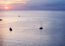 Seascape ζωηρόχρωμο με το χρώμα του ηλιοβασιλέματος στο λυκόφως Στοκ φωτογραφίες με δικαίωμα ελεύθερης χρήσης