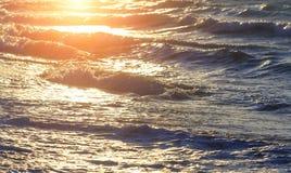 Seascape θαλάσσιο πρότυπο υποβάθρου σχεδίου Όμορφο ωκεάνιο σπάζοντας κύμα ηλιοβασιλέματος με κανένα Μεγάλο ζωηρόχρωμο σερφ Στοκ φωτογραφίες με δικαίωμα ελεύθερης χρήσης