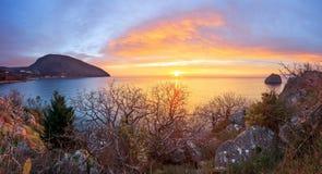 Seascape με την ανατολή σε Artek Κριμαία Στοκ Εικόνα