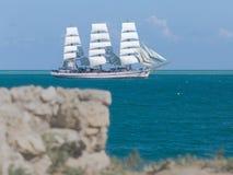 Seascape με το άσπρο πλέοντας σκάφος Στοκ φωτογραφίες με δικαίωμα ελεύθερης χρήσης
