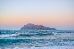 Seascape με το μεγάλο βράχο στοκ φωτογραφία με δικαίωμα ελεύθερης χρήσης