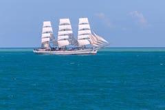 Seascape με το πλέοντας σκάφος Στοκ εικόνες με δικαίωμα ελεύθερης χρήσης