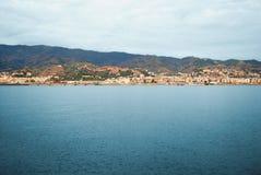 Seascape στην ακτή της Σικελίας, Ιταλία λιμένας Στοκ Εικόνες