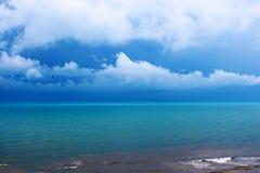 Seascape στον ουρανό υποβάθρου Στοκ εικόνα με δικαίωμα ελεύθερης χρήσης