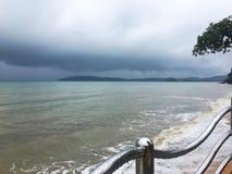 Seascape στο βροχερό υπόβαθρο ημέρας Στοκ Φωτογραφίες