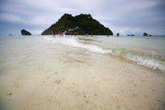 Seascape το χαμηλό νερό της θάλασσας είναι απαρατήρητη Ταϊλάνδη στο AO Phra Nang Στοκ φωτογραφία με δικαίωμα ελεύθερης χρήσης