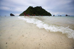 Seascape το χαμηλό νερό της θάλασσας είναι απαρατήρητη Ταϊλάνδη στο AO Phra Nang Στοκ εικόνες με δικαίωμα ελεύθερης χρήσης