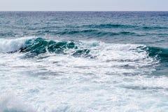 Seascape Волна и пена Море зелено адриатическое море Стоковые Изображения