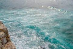 Seascape Волна и пена Море зелено адриатическое море Стоковое Изображение RF