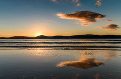 Seascape восхода солнца с отражениями Стоковое Фото