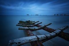 Seascape во время захода солнца Красивый естественный seascape, голубой час Заход солнца моря на побережье Чёрного моря стоковое фото rf