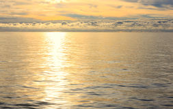 Seascape во время предпосылки времени захода солнца Стоковые Фото