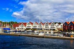 Seascape: гавань, яхты и дома, Норвегия Стоковое фото RF