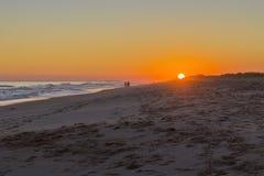 Seascape захода солнца известного пляжа Montegordo, Алгарве Стоковое Фото