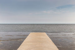 Seascape моста цемента на пути к частной гавани в Thaila Стоковые Изображения