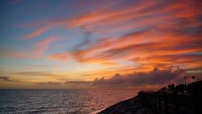 Seascape на заходе солнца с красивым небом Стоковые Фото