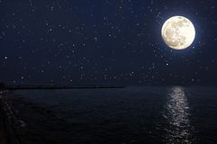 Seascape на лунном свете и starlight Стоковые Изображения RF