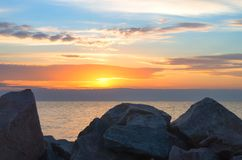 Seascape Облицовывает прибрежное на предпосылке моря Стоковое фото RF